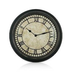 Rückwärtslaufende Uhr im anitken Design